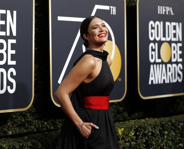 Minh tinh Hollywood đồng loạt diện đồ đen đến lễ trao giải Quả Cầu Vàng - Ảnh 6.