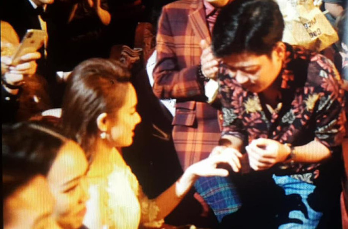 Trường Giang bất ngờ cầu hôn Nhã Phương ở giải Mai Vàng - Ảnh 3.