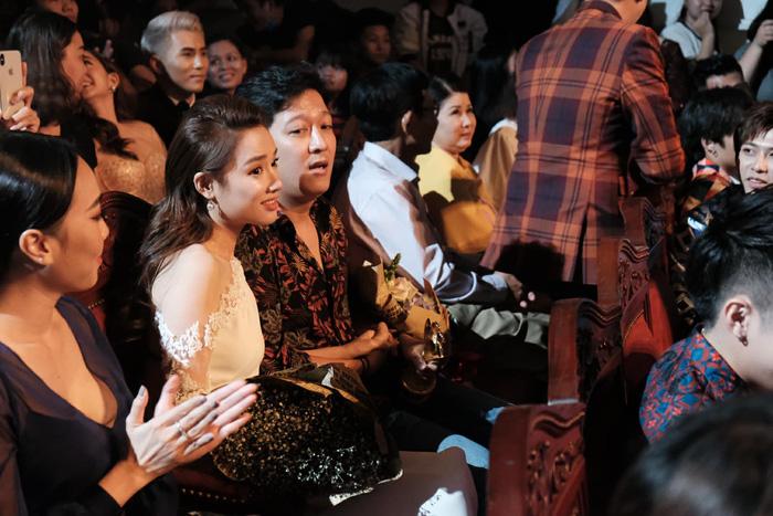 Trường Giang bất ngờ cầu hôn Nhã Phương ở giải Mai Vàng - Ảnh 1.
