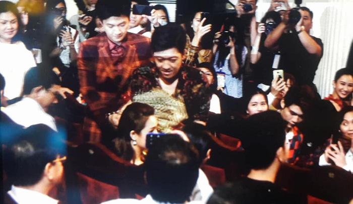 Trường Giang bất ngờ cầu hôn Nhã Phương ở giải Mai Vàng - Ảnh 2.