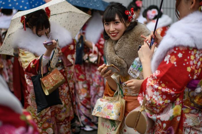 Thiếu nữ Nhật rạng rỡ kimono trong lễ trưởng thành - Ảnh 3.
