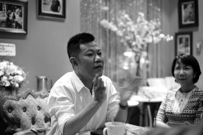 Quốc Bảo tại buổi gặp gỡ thân tình bạn bè, đồng nghiệp giới thiệu cuốn sách Sài Gòn của tôi - Ảnh: PHAN TRỌNG TÍN