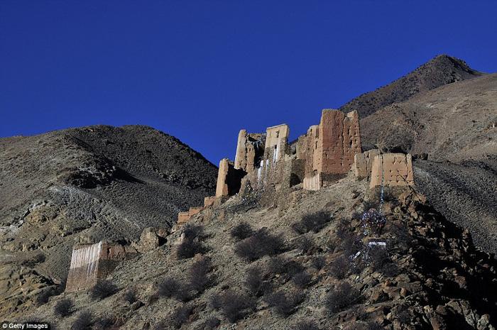 Vòng quanh các lâu đài bỏ hoang trên thế giới - Ảnh 3.