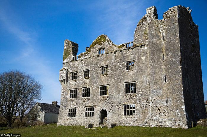 Vòng quanh các lâu đài bỏ hoang trên thế giới - Ảnh 1.