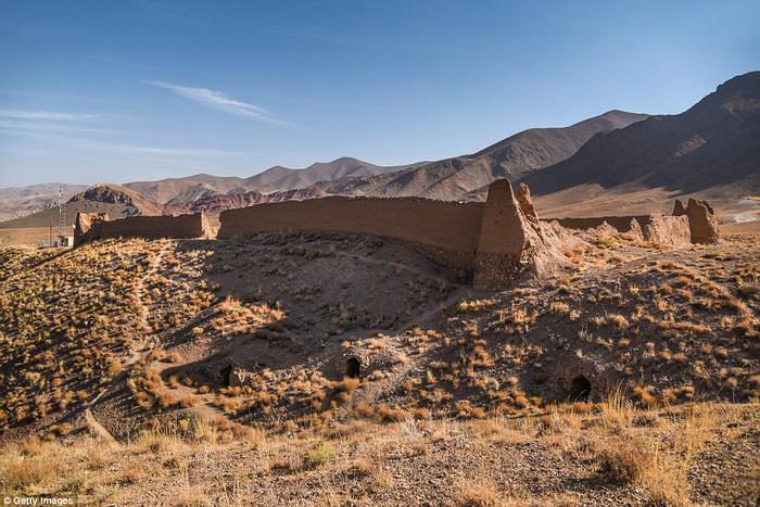 Vòng quanh các lâu đài bỏ hoang trên thế giới - Ảnh 16.