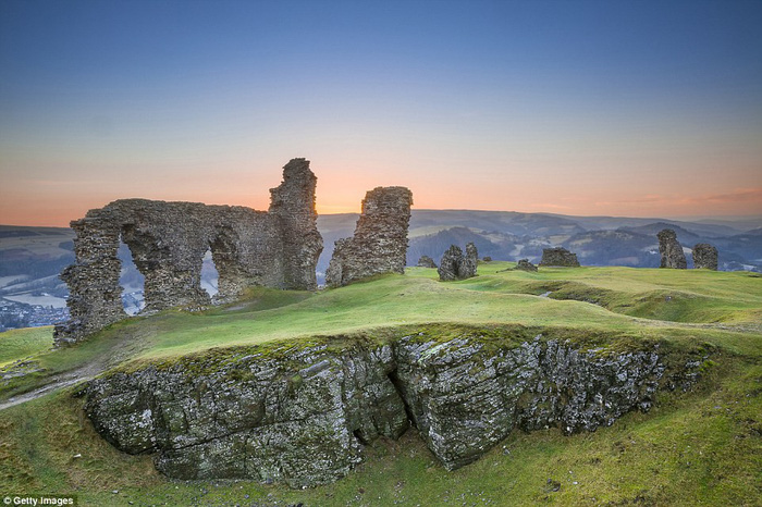 Vòng quanh các lâu đài bỏ hoang trên thế giới - Ảnh 15.