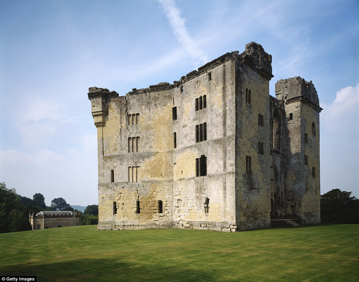 Vòng quanh các lâu đài bỏ hoang trên thế giới - Ảnh 6.
