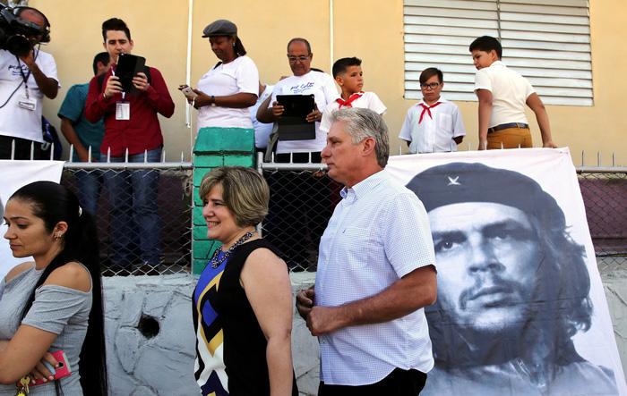 Ở Cuba, thiếu niên tiền phong giám sát thùng phiếu bầu cử - Ảnh 2.