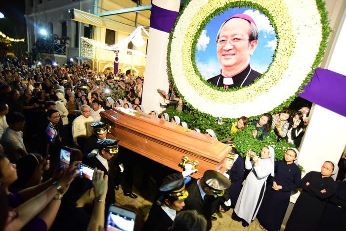 Linh cữu Tổng giám mục Bùi Văn Đọc đã về đến TP.HCM - Ảnh 2.