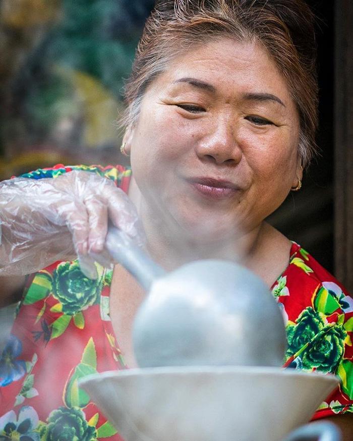 Phụ nữ Sài Gòn: Nụ cười che lấp giọt mồ hôi - Ảnh 6.