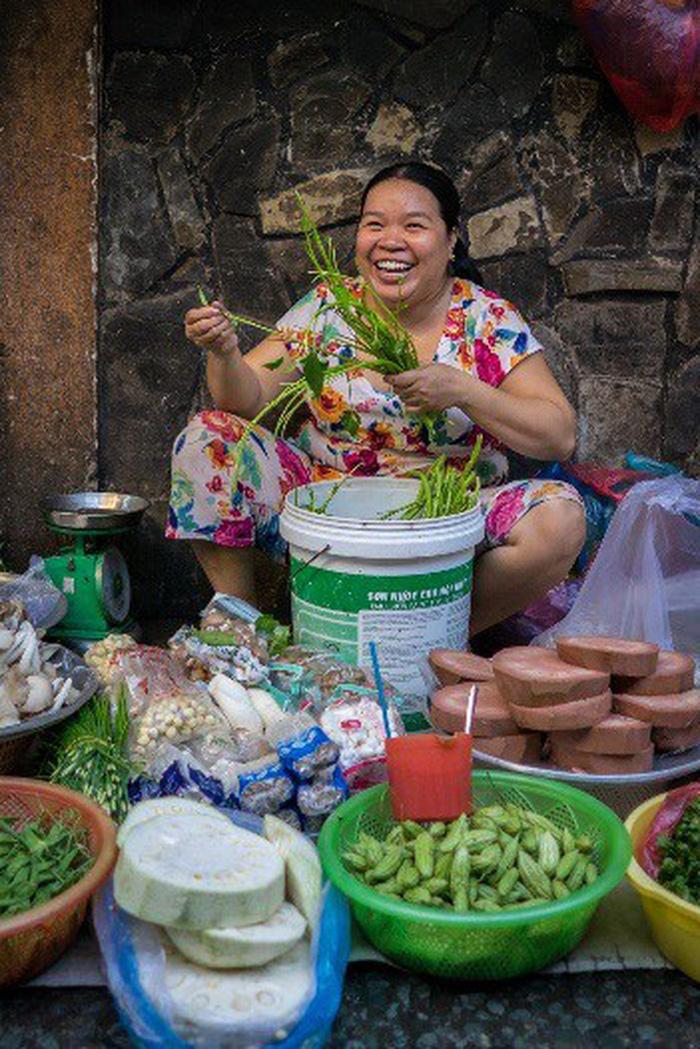 Phụ nữ Sài Gòn: Nụ cười che lấp giọt mồ hôi - Ảnh 3.