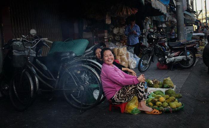 Phụ nữ Sài Gòn: Nụ cười che lấp giọt mồ hôi - Ảnh 4.