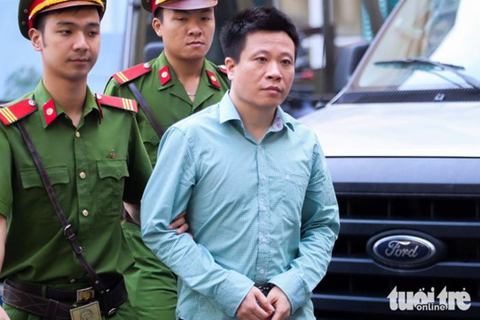 Hầu tòa vụ PVN mất 800 tỉ, ông Đinh La Thăng có 5 luật sư - Ảnh 3.