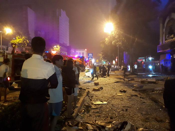 Một tòa nhà hai tầng nổ giữa đêm ở Nghệ An - Ảnh 3.
