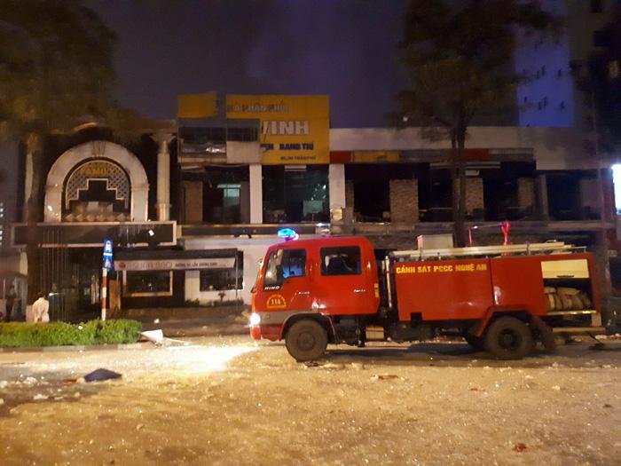 Một tòa nhà hai tầng nổ giữa đêm ở Nghệ An - Ảnh 5.