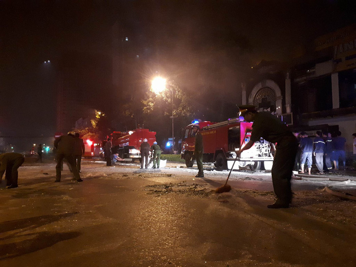 Một tòa nhà hai tầng nổ giữa đêm ở Nghệ An - Ảnh 7.