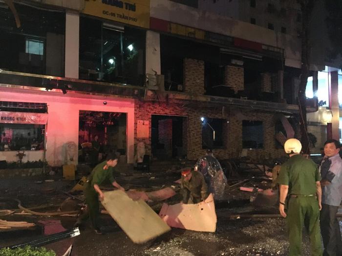 Một tòa nhà hai tầng nổ giữa đêm ở Nghệ An - Ảnh 8.