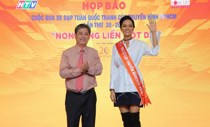 HHen Niê là đại sứ đầu tiên của Cúp xe đạp TP.HCM - Ảnh 2.