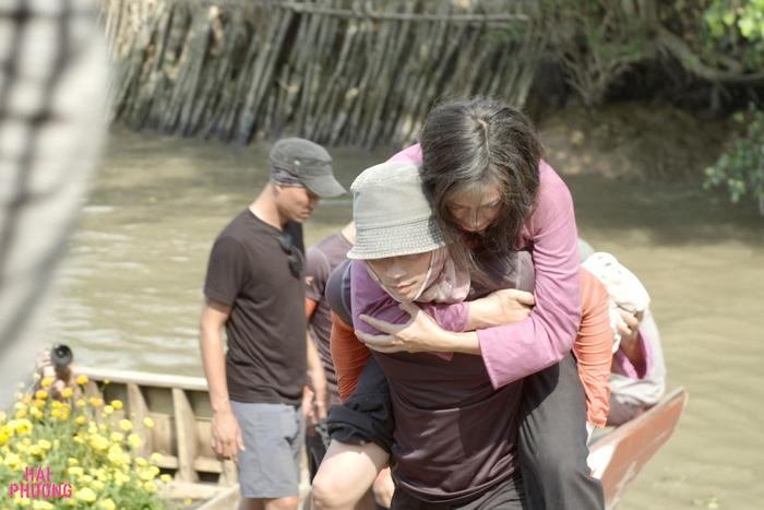 Ngô Thanh Vân té nứt xương trên phim trường Hai Phượng - Ảnh 2.