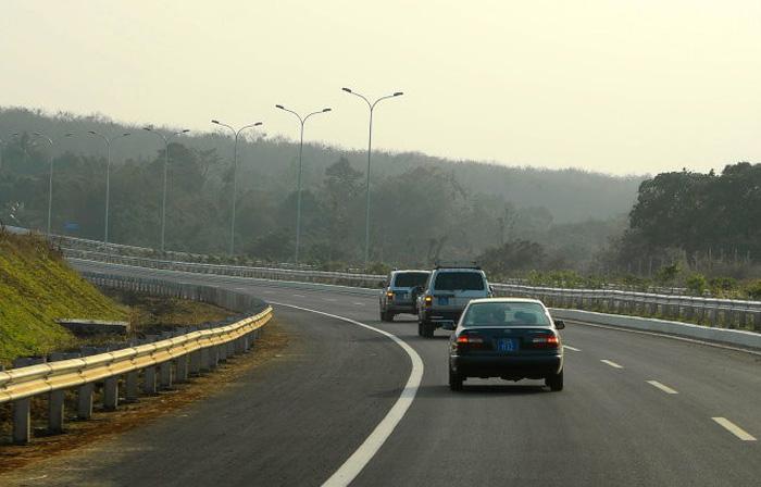Chạy đường cao tốc phải có văn hóa cao - Ảnh 2.