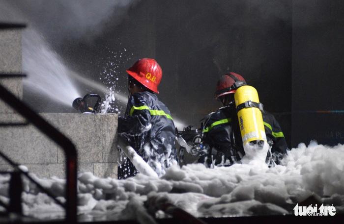 Cháy chung cư cao cấp ở Sài Gòn, 13 người thiệt mạng, 14 người bị thương - Ảnh 2.