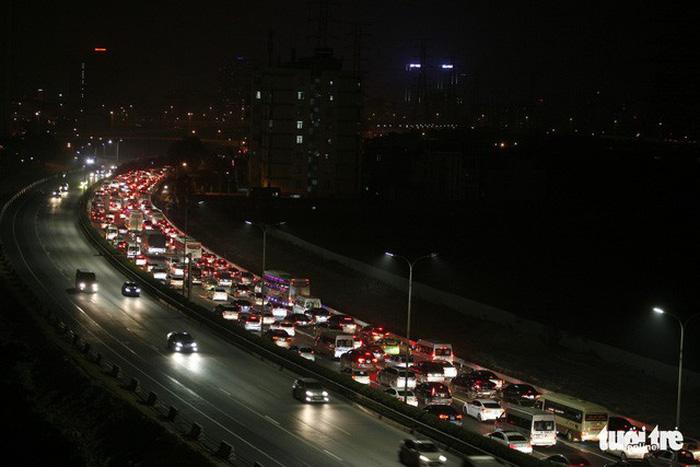 Chạy đường cao tốc phải có văn hóa cao - Ảnh 1.
