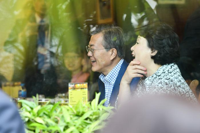 Tổng thống Hàn Quốc dừng xe ăn phở Việt 150.000đ trước khi về nước - Ảnh 4.