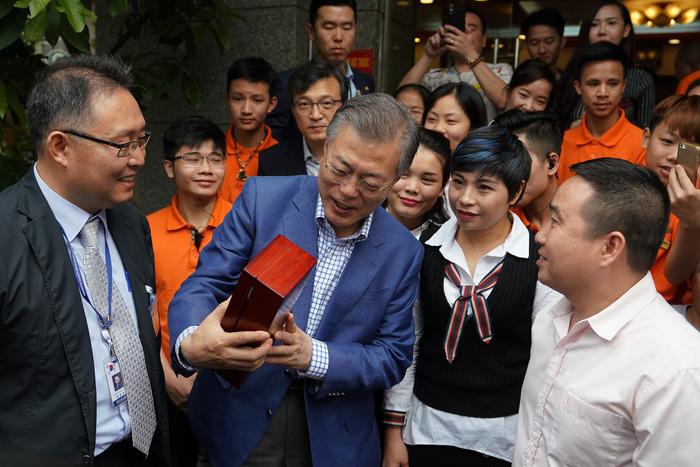 Tổng thống Hàn Quốc dừng xe ăn phở Việt 150.000đ trước khi về nước - Ảnh 6.