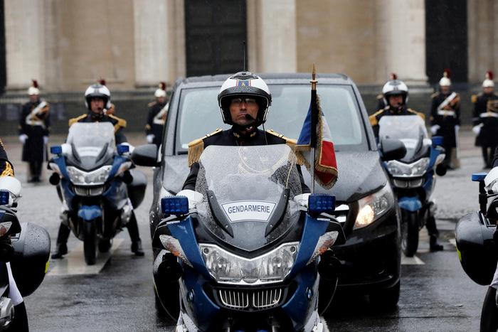Cả nước Pháp xúc động tưởng niệm vị trung tá hi sinh cứu dân - Ảnh 5.