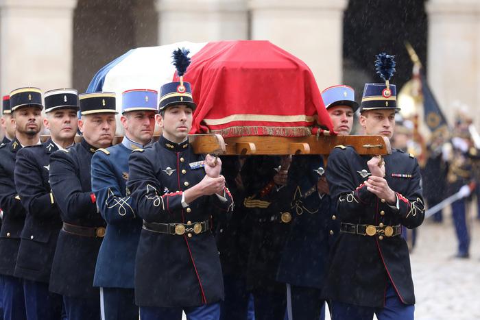 Cả nước Pháp xúc động tưởng niệm vị trung tá hi sinh cứu dân - Ảnh 2.