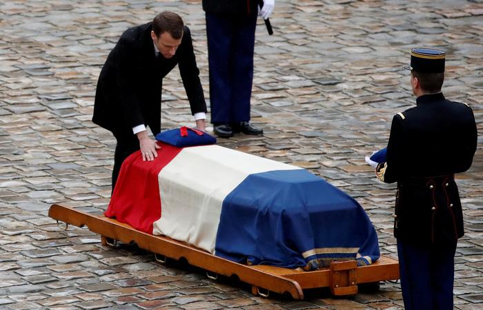 Cả nước Pháp xúc động tưởng niệm vị trung tá hi sinh cứu dân - Ảnh 1.
