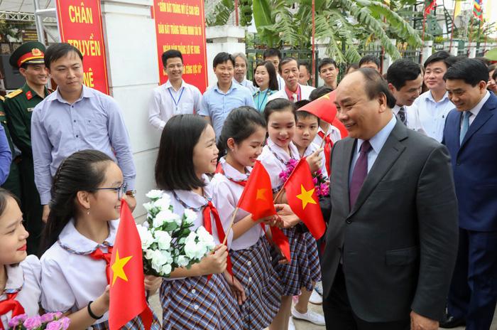 Thủ tướng Nguyễn Xuân Phúc: Tôi đến đây để quảng bá gốm sứ Bát Tràng - Ảnh 3.