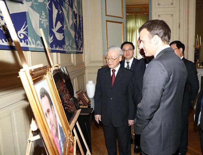 Tặng ảnh Cụ bà đẹp nhất thế giới cho tổng thống Pháp - Ảnh 1.