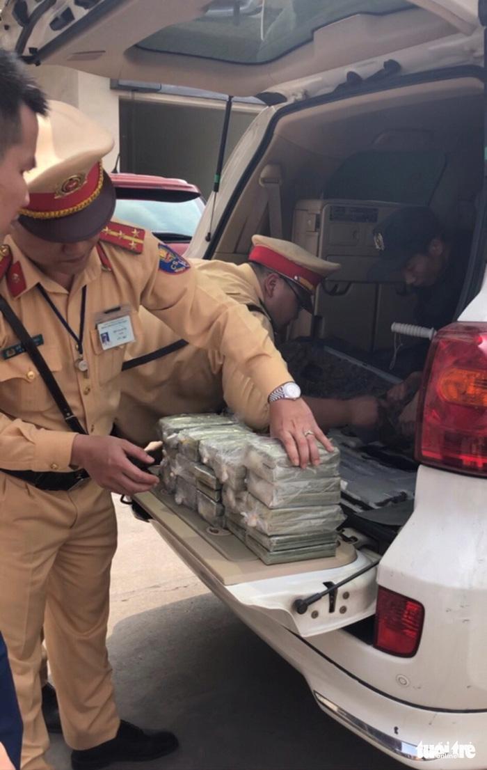 Xe biển số Lào có khoang bí mật chứa 100 bánh heroin - Ảnh 1.