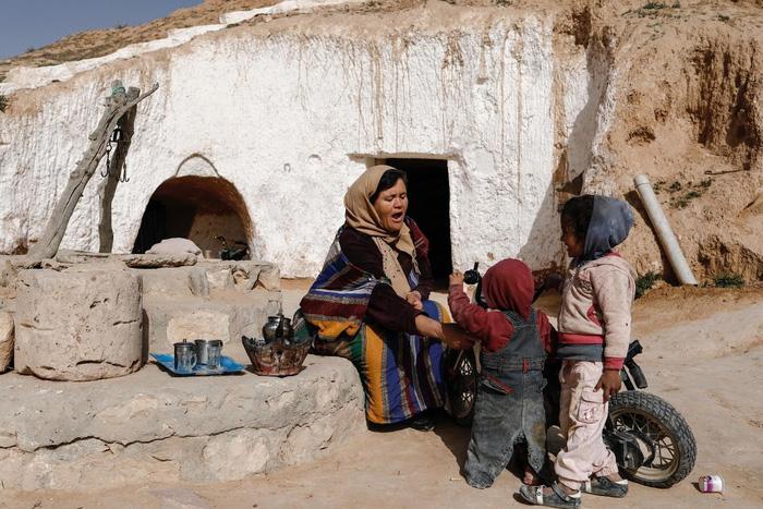 Cuộc sống của các gia đình dưới lòng đất ở Tunisia - Ảnh 13.
