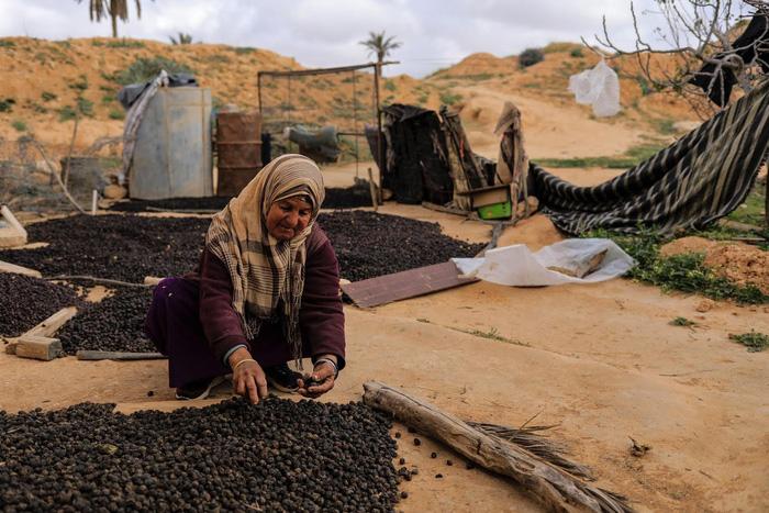 Cuộc sống của các gia đình dưới lòng đất ở Tunisia - Ảnh 14.