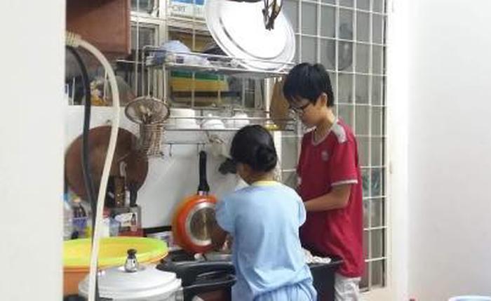Lớp 8, con trai tôi biết làm hết việc nhà và cả nấu ăn - Ảnh 1.