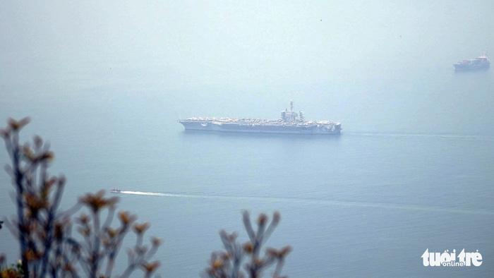 Tàu sân bay Mỹ đã neo đậu trong Vịnh Đà Nẵng - Ảnh 4.