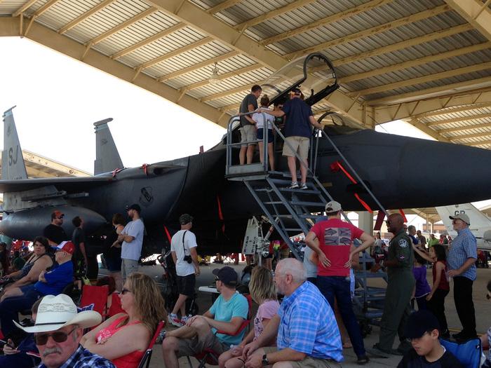 Xem 'Airshow' ở căn cứ không lực Hoa Kỳ - Ảnh 10.