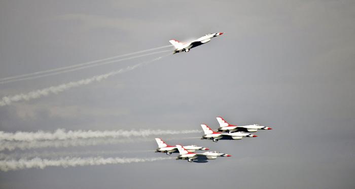 Xem 'Airshow' ở căn cứ không lực Hoa Kỳ - Ảnh 4.