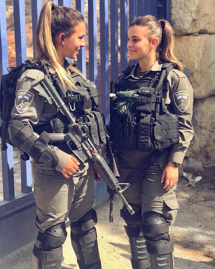 Tranh luận dữ dội tại Israel vì các nữ binh sĩ... quá đẹp - Ảnh 14.
