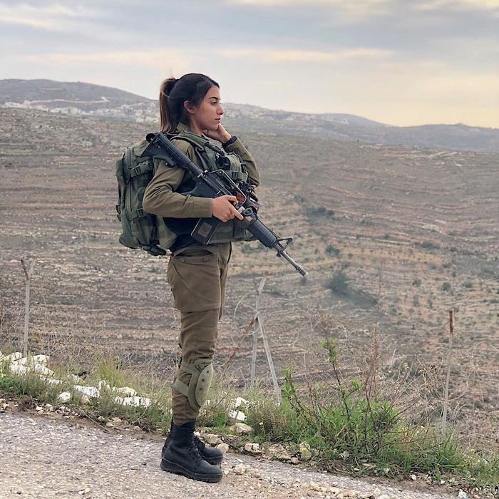 Tranh luận dữ dội tại Israel vì các nữ binh sĩ... quá đẹp - Ảnh 9.