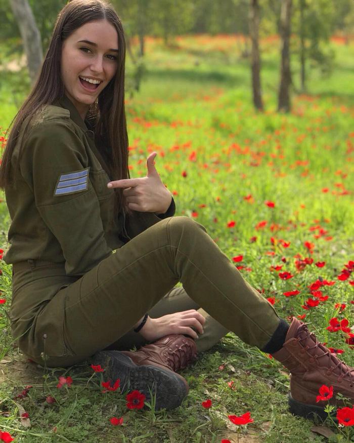 Tranh luận dữ dội tại Israel vì các nữ binh sĩ... quá đẹp - Ảnh 5.