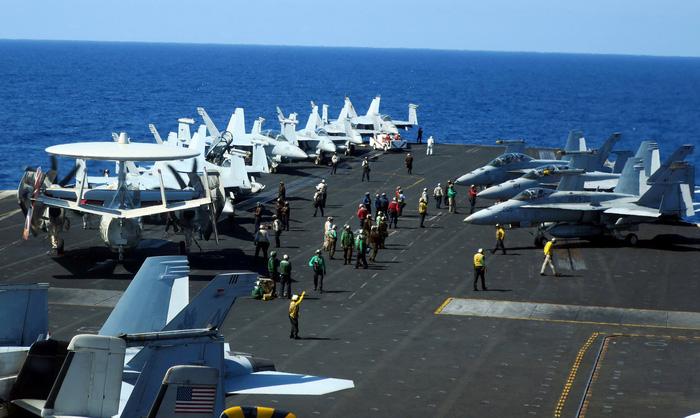 Mỹ - Trung tập trận ghè nhau trên Biển Đông - Ảnh 1.