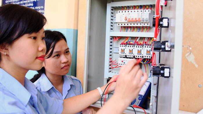 Nữ học kỹ thuật ngày càng đắt giá - Ảnh 1.