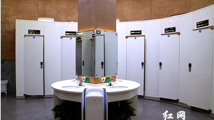 Trung Quốc bắt nhận diện mặt mới được cấp miếng giấy đi vệ sinh - Ảnh 2.