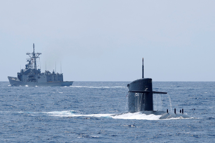 Đài Loan kéo tàu ngầm ra biển tập trận thách thức Trung Quốc - Ảnh 3.