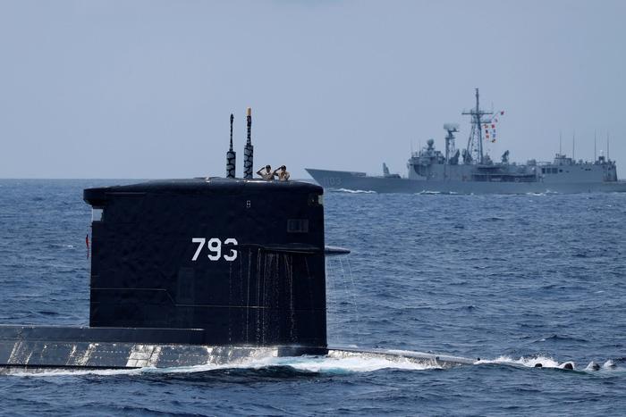 Đài Loan kéo tàu ngầm ra biển tập trận thách thức Trung Quốc - Ảnh 5.