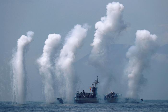 Đài Loan kéo tàu ngầm ra biển tập trận thách thức Trung Quốc - Ảnh 6.