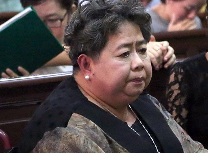 Triệu tập hàng trăm người tới phiên tòa xử bà Hứa Thị Phấn - Ảnh 1.